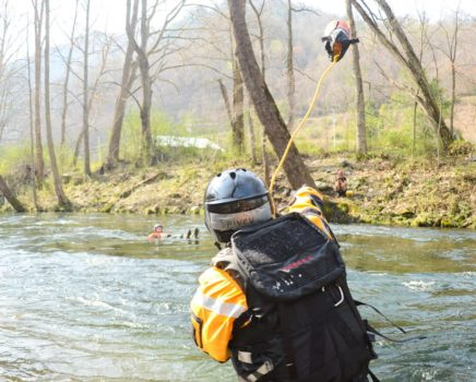 Tossing a throwbag during the Rescue 3 Whitewater Rescue Technician (WRT) course