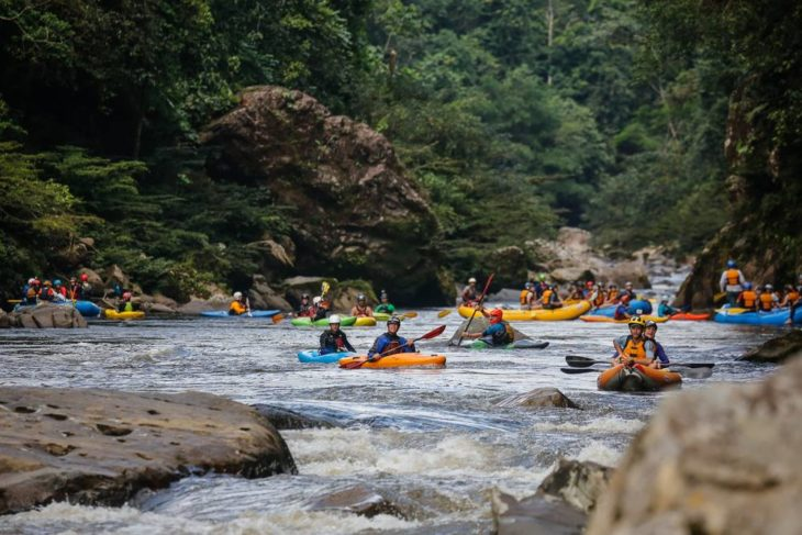 Kayaks huddle at the start for the Jondachi Race in Ecuador.